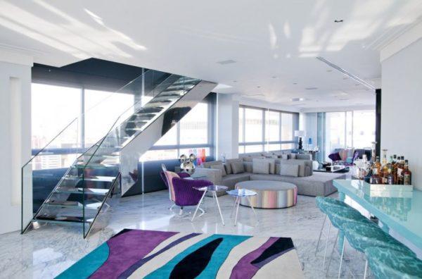 Sala moderna com piso de mármore carrara.