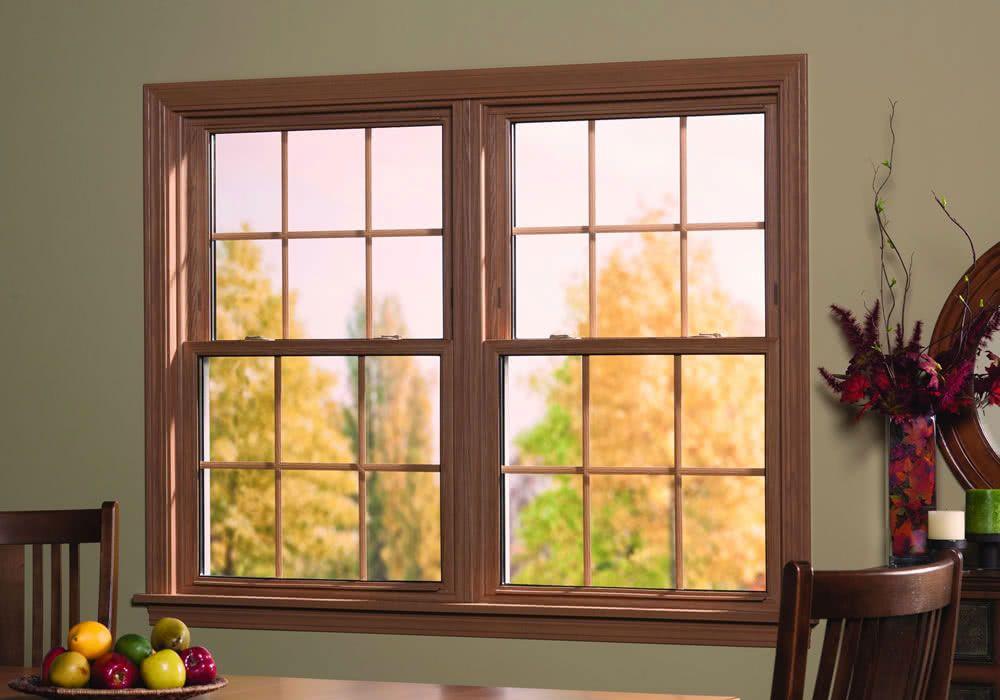 Modelos de janelas guilhotina com esquadria de madeira.