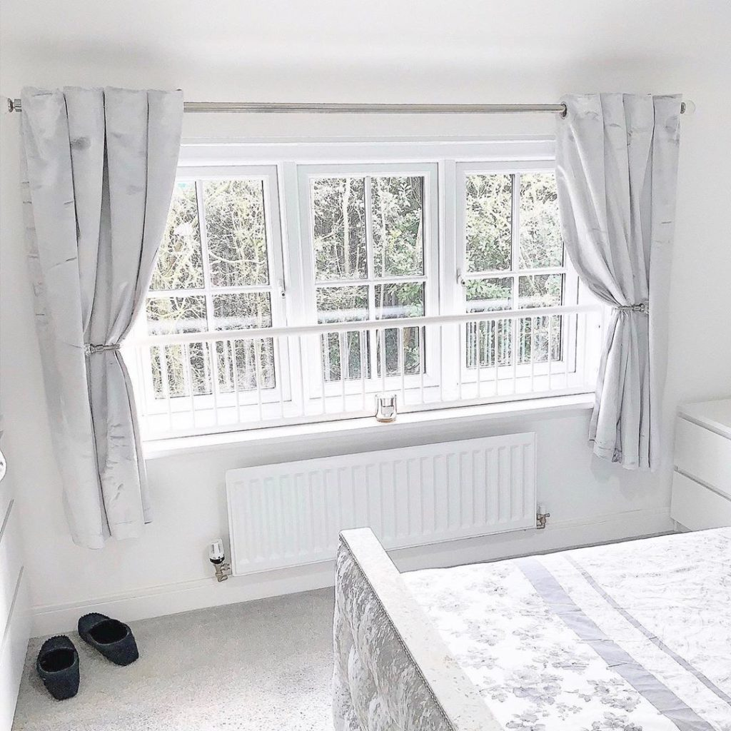 Modelos de janelas guilhotina com grade.