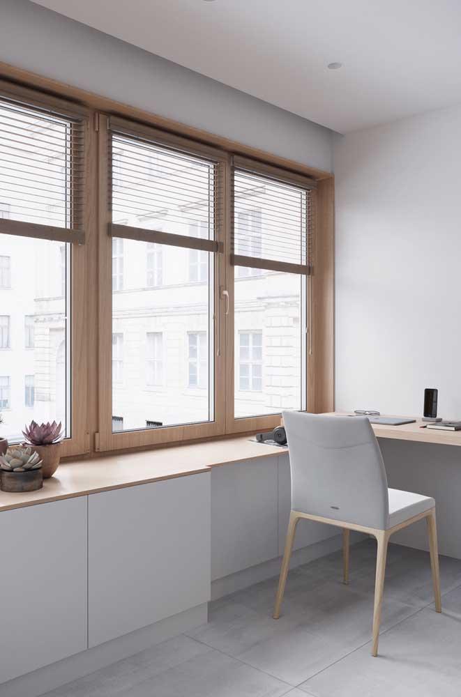 Modelos de janelas de abrir com esquadria de madeira.