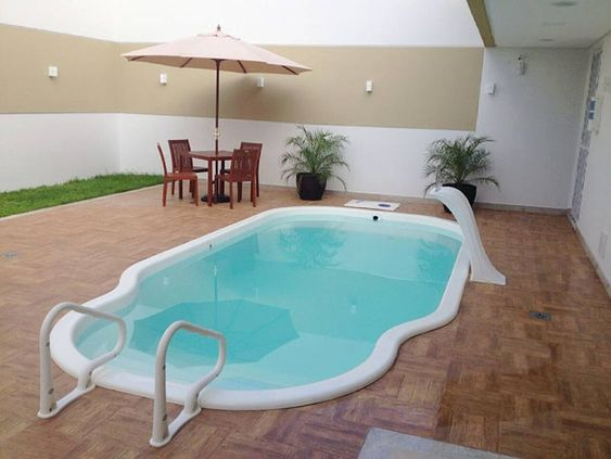 Quinal com piscina acessível.
