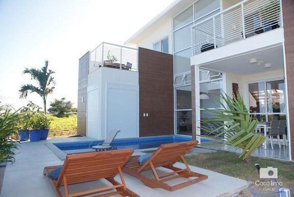 Casa moderna com espaço de lazer.