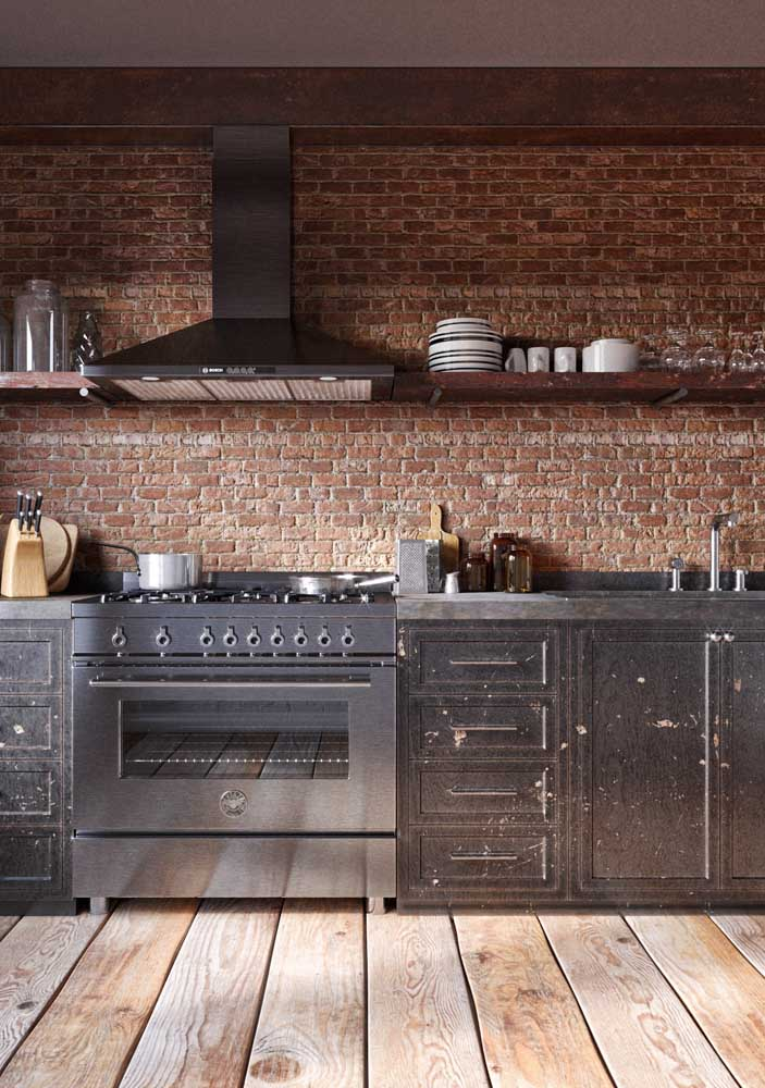 Revestimentos para cozinha rústica com parede de tijolinho.