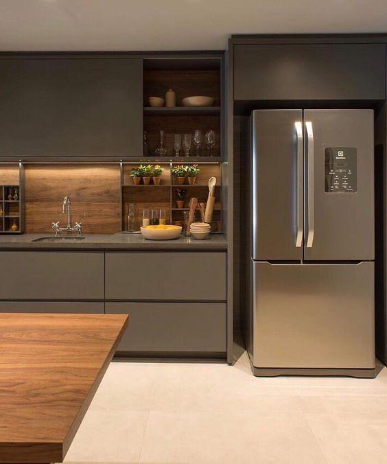 Revestimentos para cozinha moderna com madeira.