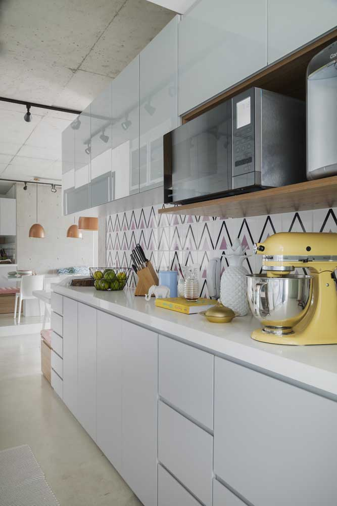 Revestimentos para cozinha simples e feminina.