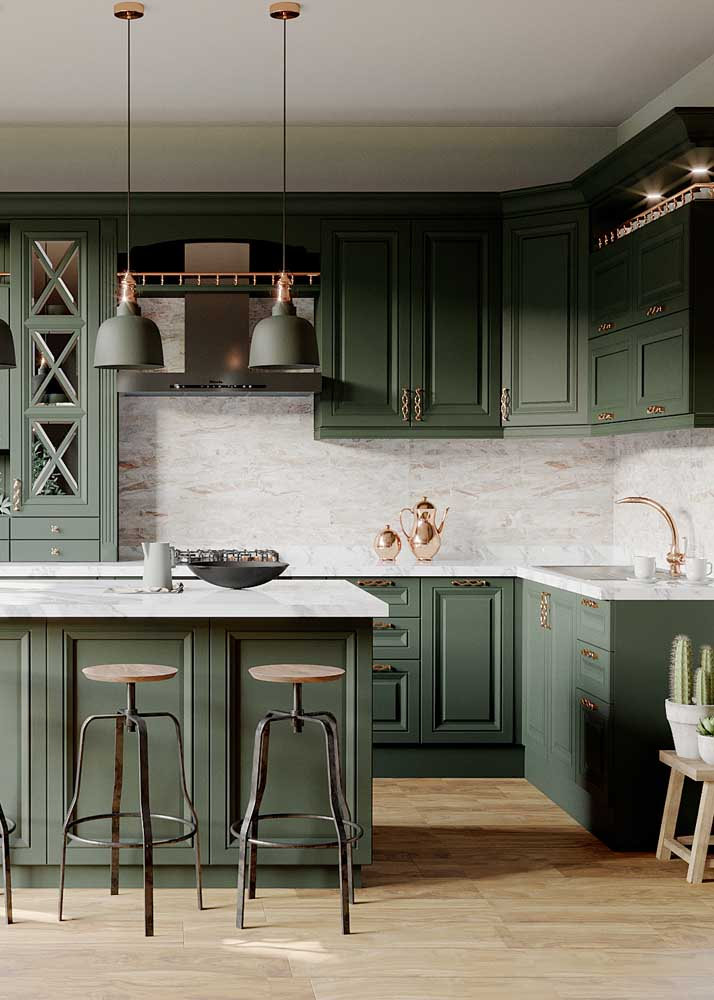 Revestimentos para cozinha com ilha com armários verdes.