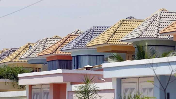 Tipos de telha: Casa com telhado de telhas de concreto colorido.