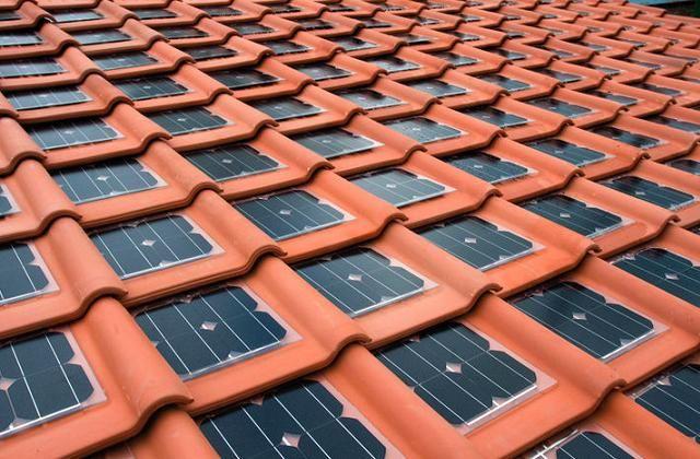 Tipos de telha: Telhado com telhas fotovoltaicas.