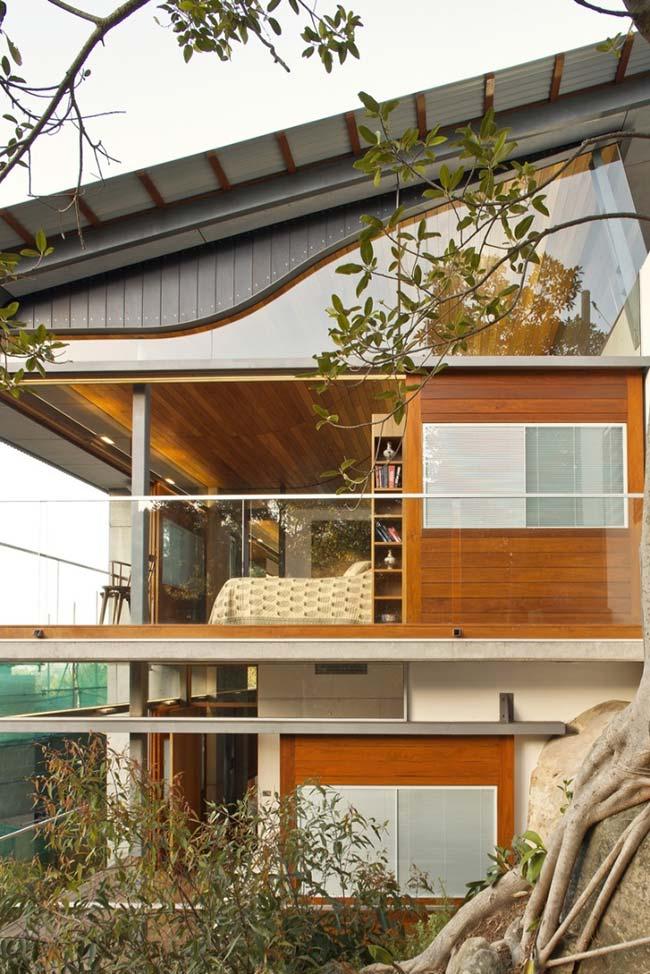 Tipos de telha: Casa com dois andares e arquitetura moderna com telhas galvanizadas.