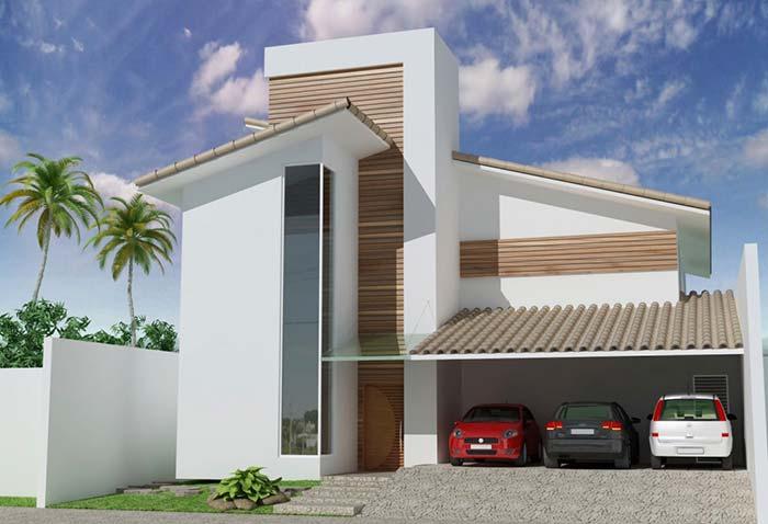 Casa moderna com decoração de madeira e telhado de PVC.