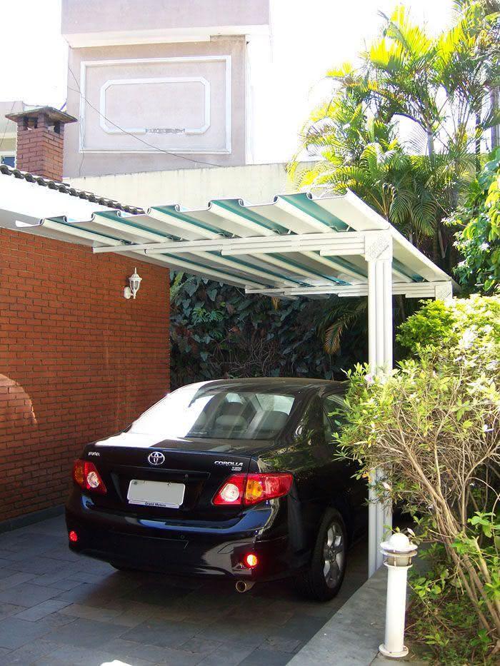 Cobertura para garagem com telhas de alumínio.