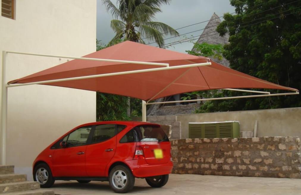 Cobertura para garagem de lona vermelha.