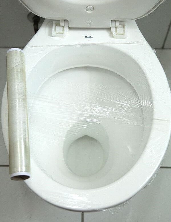 Vaso sanitário com papel filme.