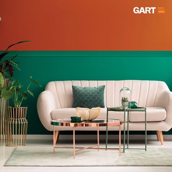 Sala moderna verde e laranja.