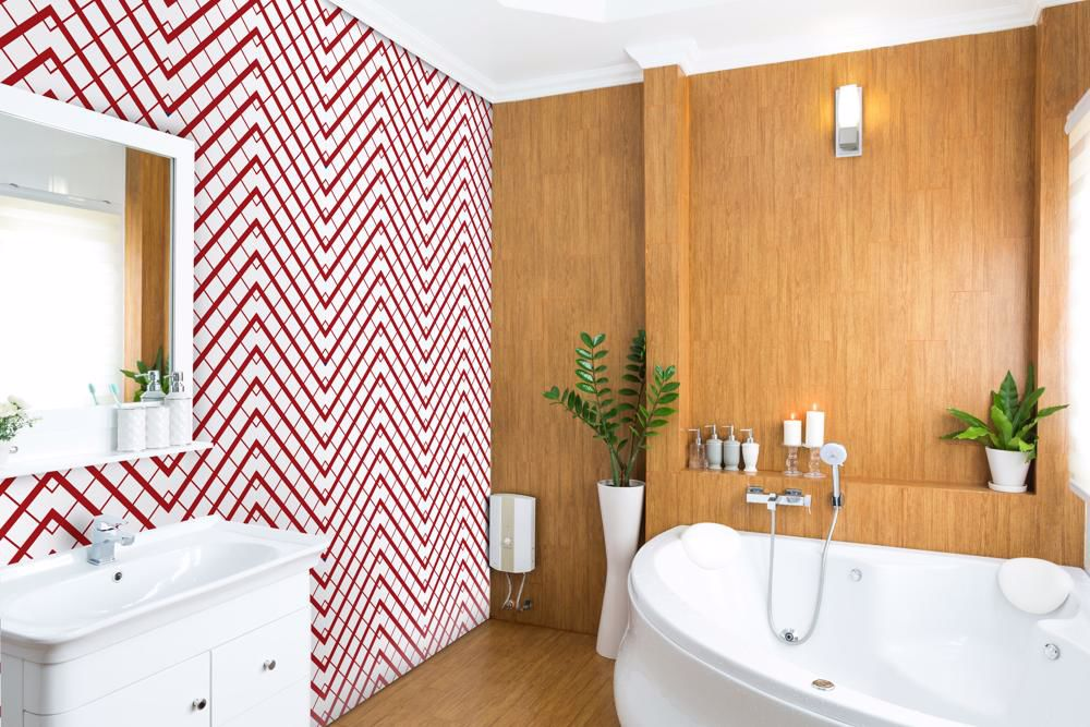 Papel de parede com estampa branca e vermelha.