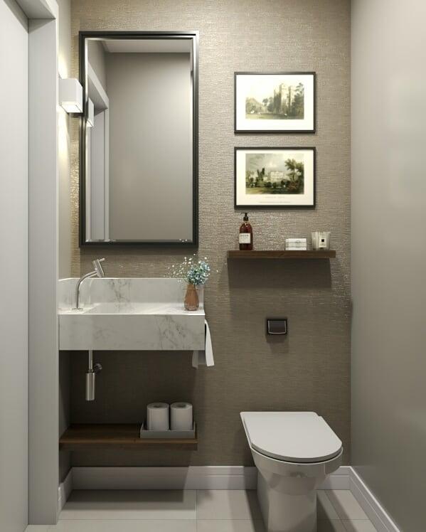 Papel de parede para banheiro dourado.