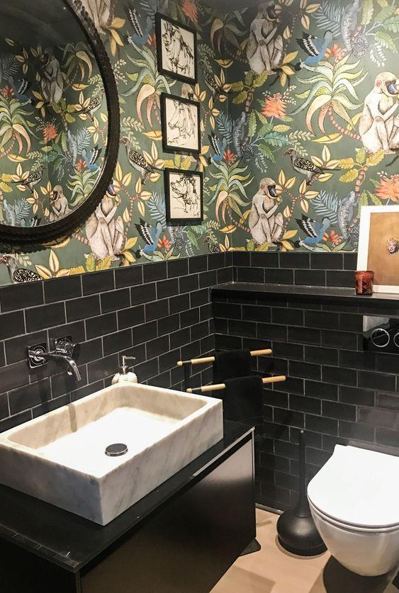 Decoração moderna com azulejo preto.
