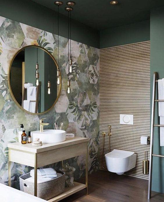 Decoração moderna com vaso suspenso e espelho redonda.