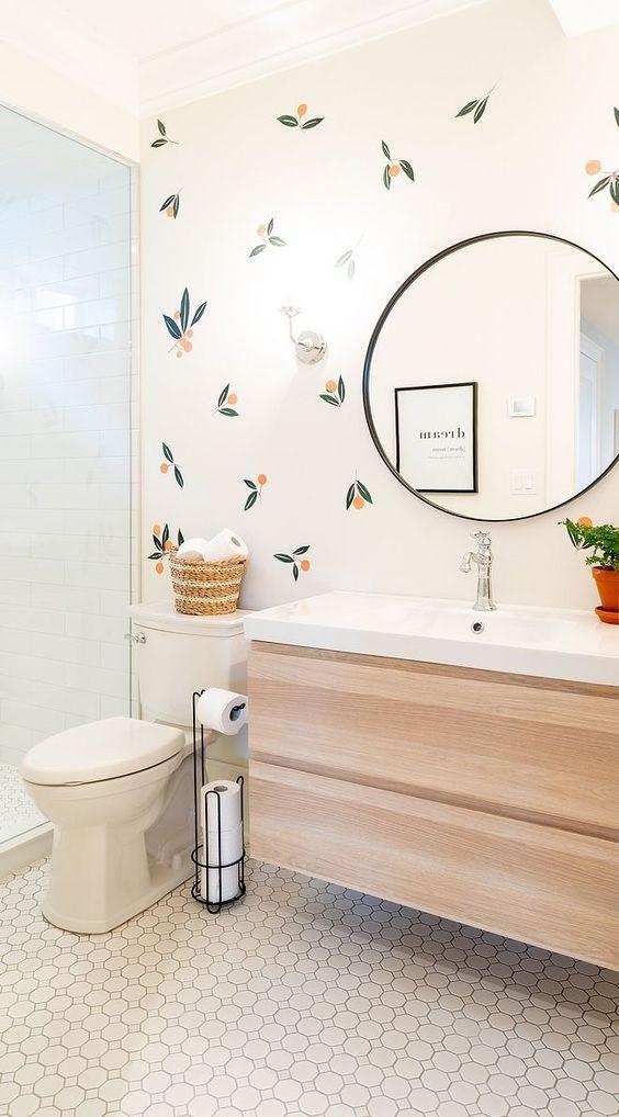 Decoração minimalistas com armário de madeira.