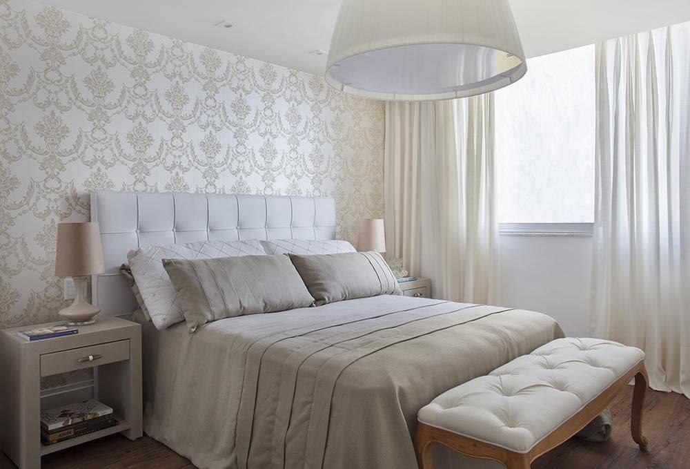 Papel de parede para quarto de casal clássico.