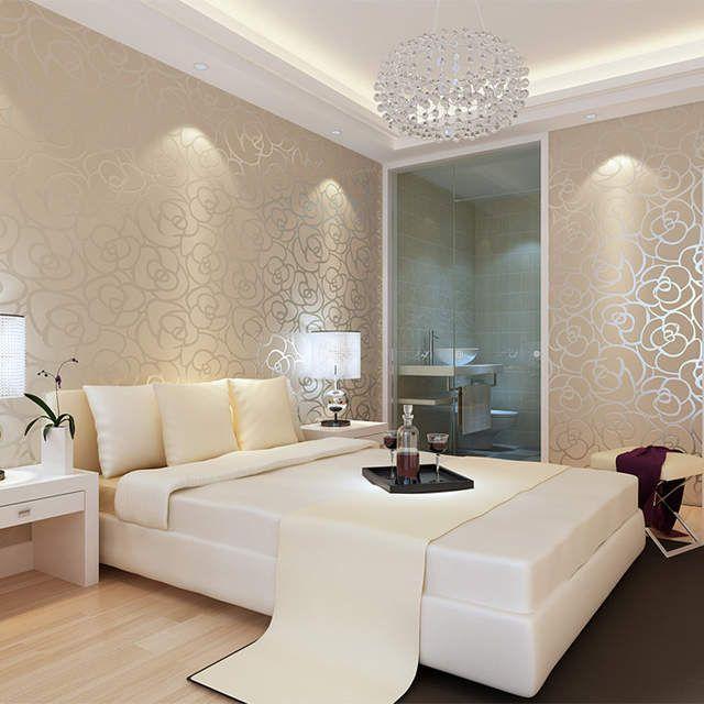 Papel de parede para quarto luxuoso com lustre.