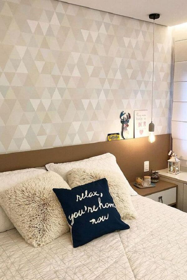 Papel de parede para quarto pequeno e simples.
