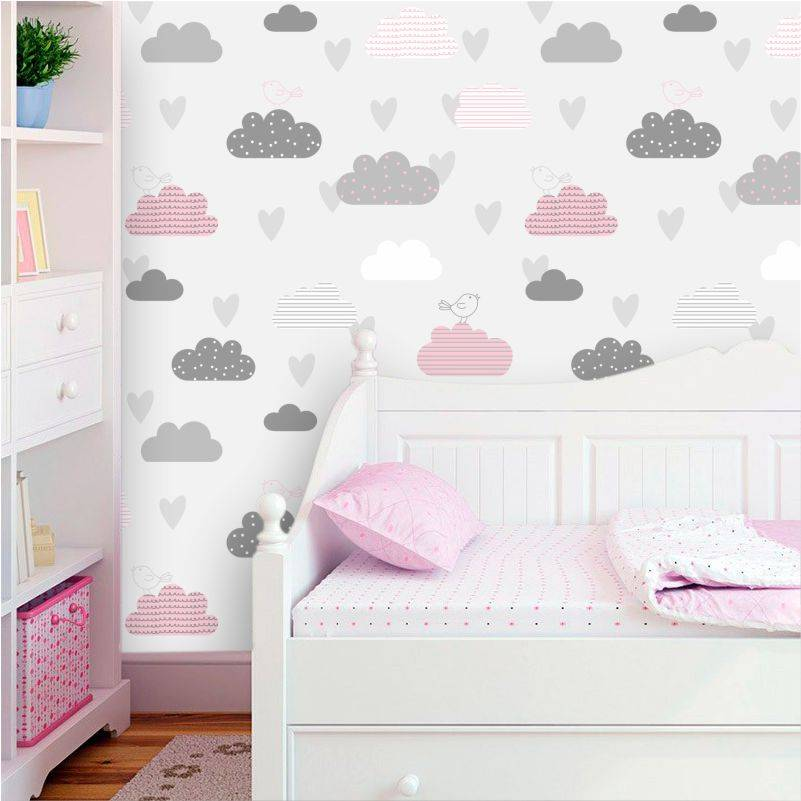 Papel de parede para quarto infantil com estampa de nuvens.