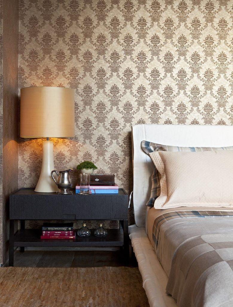 Papel de parede para quarto luxuoso com estampa clássica.