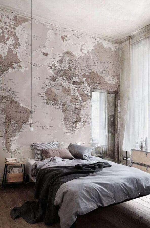 Papel de parede para quarto moderno com estampa de mapa mundi.