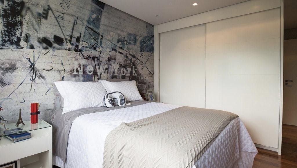 Papel de parede para quarto masculino com estampa moderna.