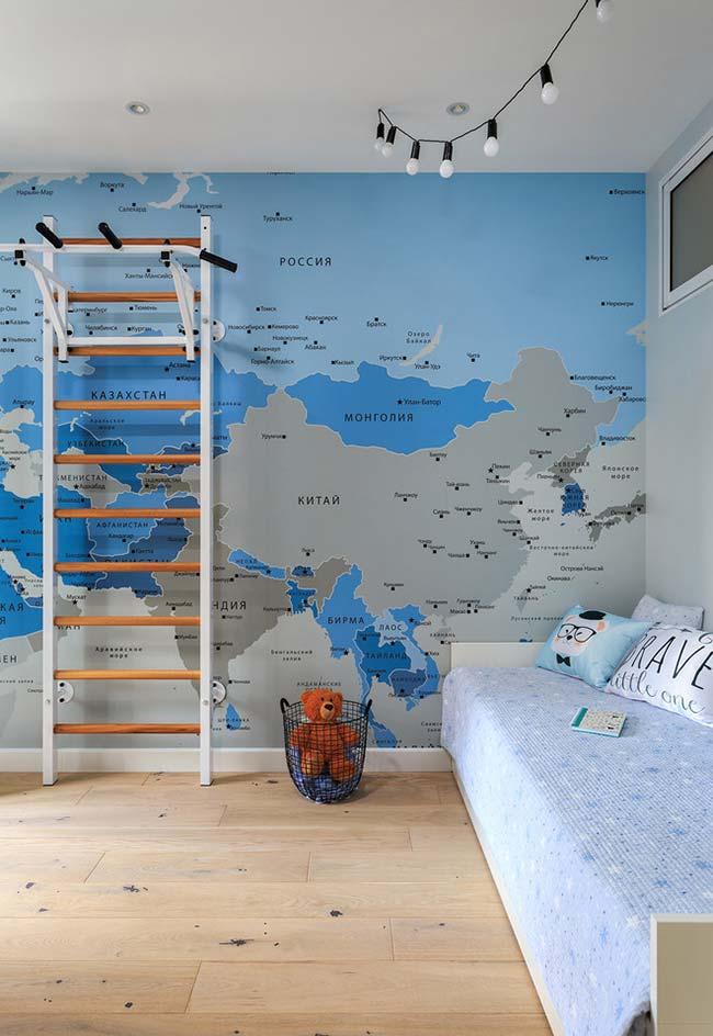 Decoração com mapa mundi.