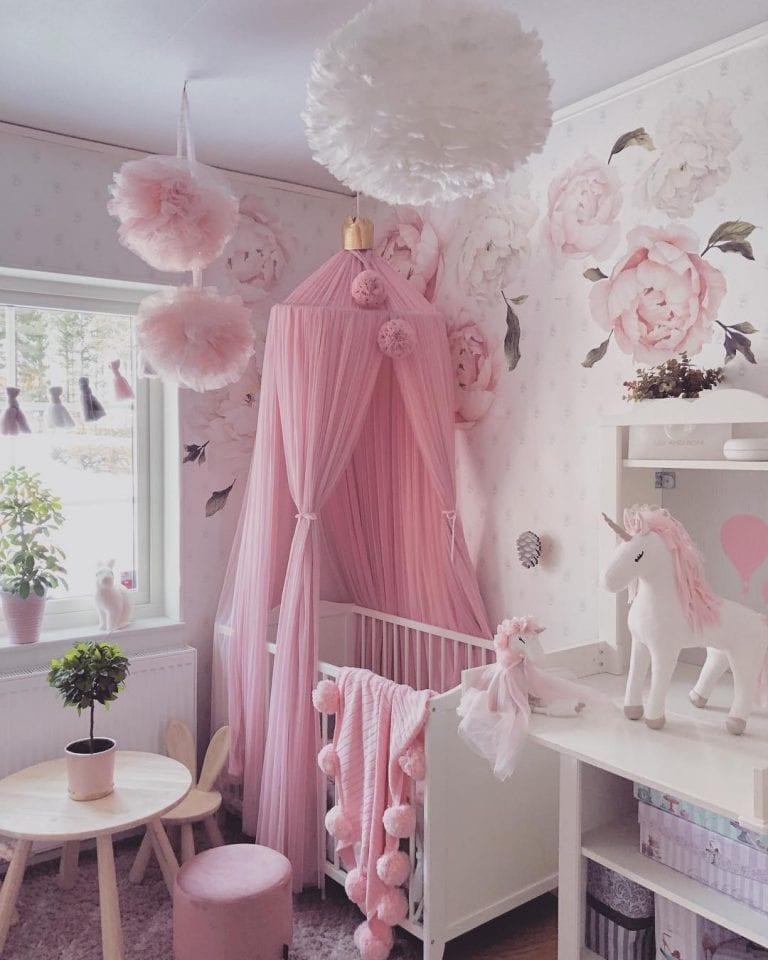 Papel de Parede para Quarto de Bebê feminino rosa.