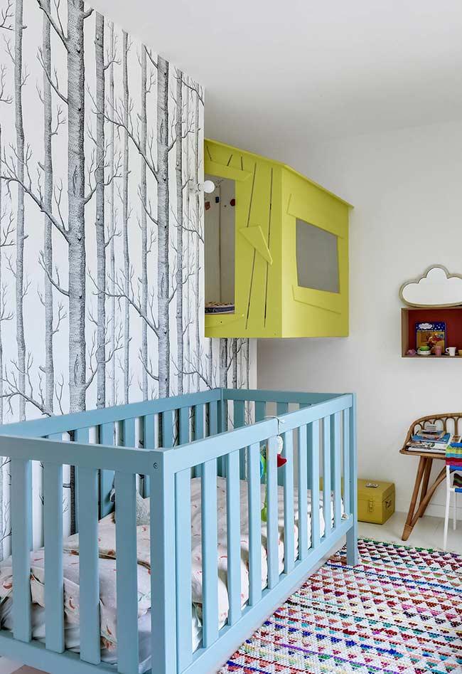 Papel de Parede para Quarto de Bebê com estampa de árvores secas.