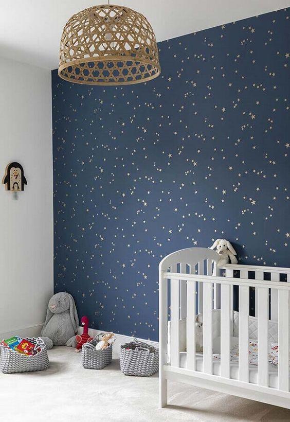 Papel de Parede para Quarto de Bebê com estampa de céu estrelado.