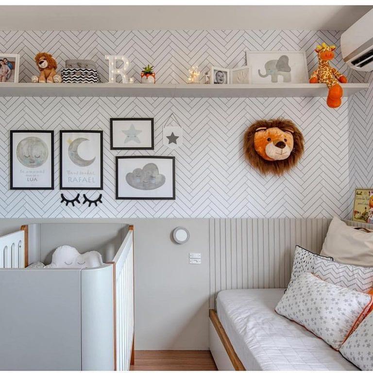 Decoração unissex minimalista com revestimento com estampa de tijolinho branca.