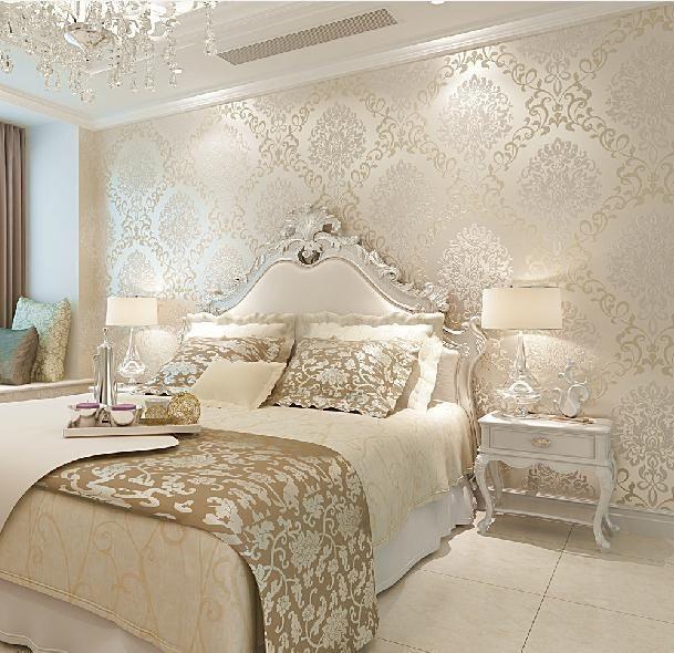 Papel de parede para quarto de casal clássico e luxuoso.