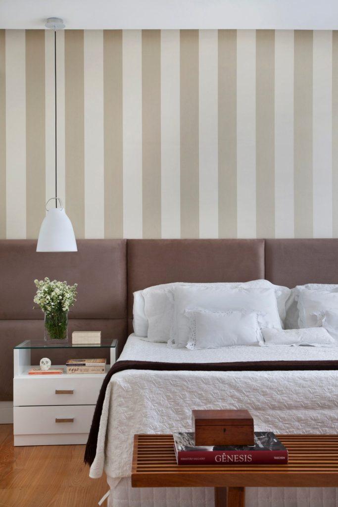 Papel de parede para quarto de casal  listrado.