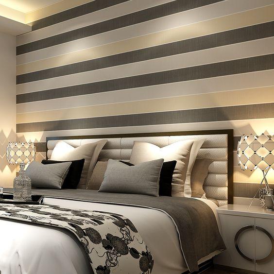 Papel de parede para quarto de casal  listrado neutro.