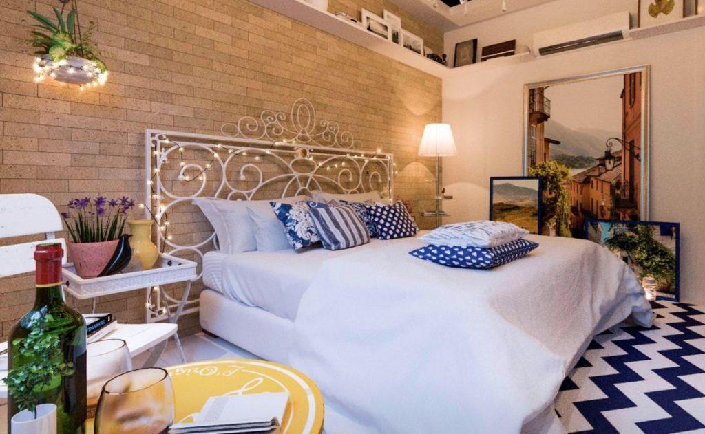 Papel de parede para quarto de casal   com tijolinho aparente.