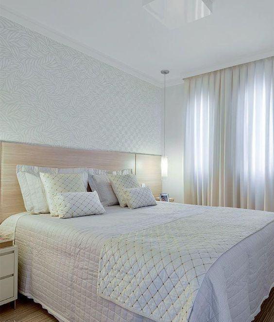 Papel de parede para quarto de casal  branco simples.