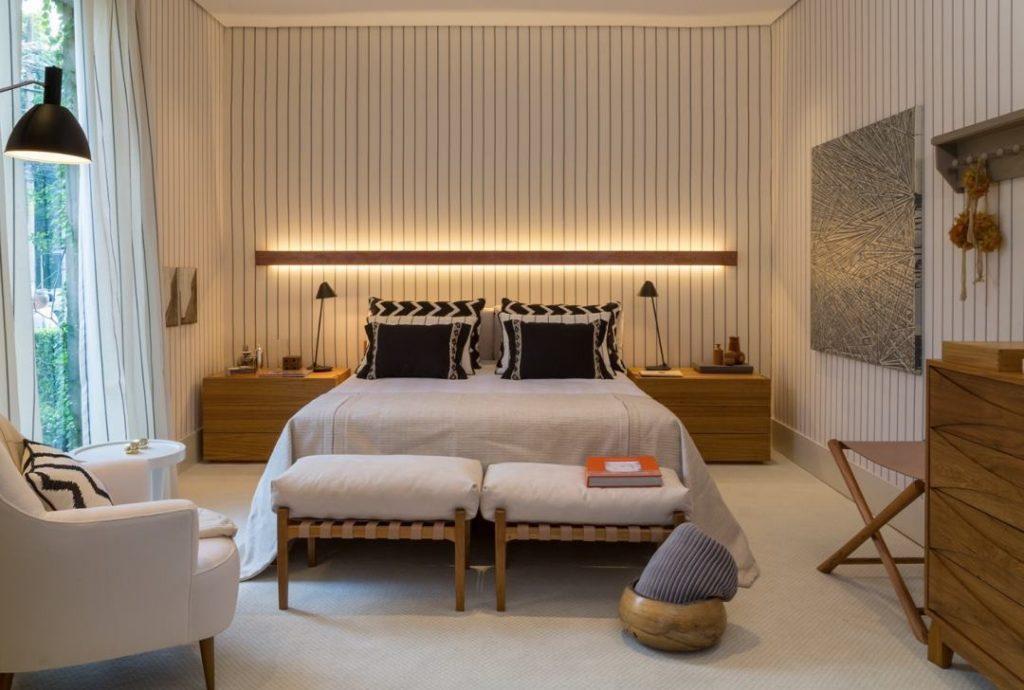 Papel de parede para quarto de casal  listrado preto e branco.