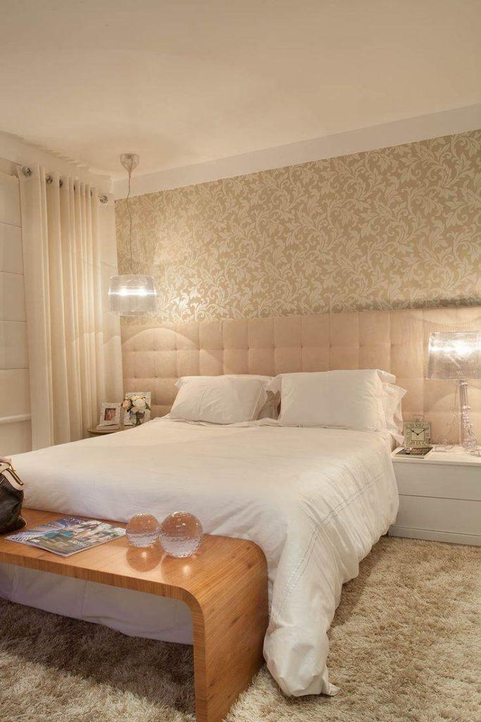 Papel de parede para quarto de casal  neutro e discreto.