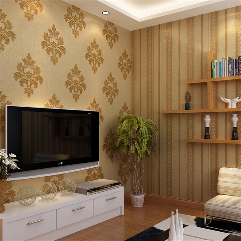 Papel de parede para sala de TV com estampa tradicional.