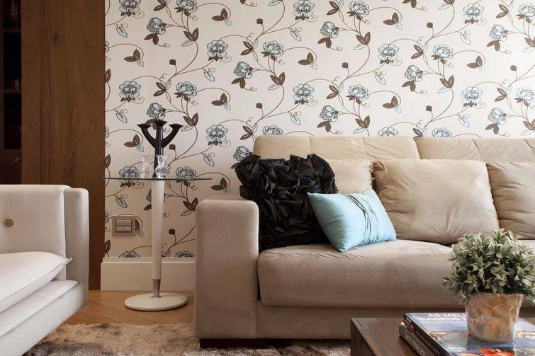 Papel de parede para sala floral e neutro.
