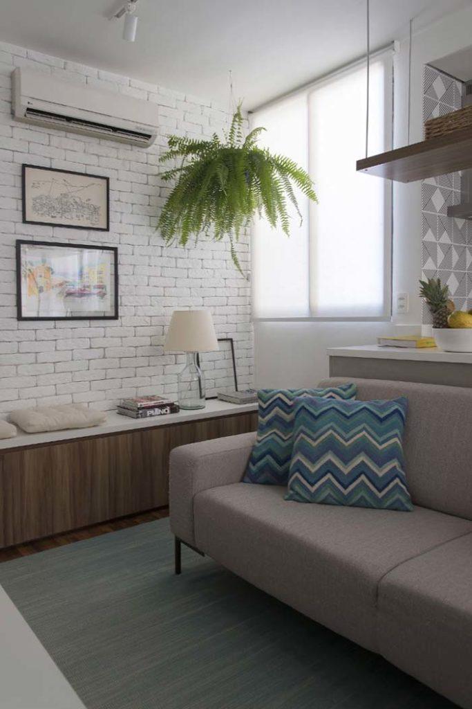 Papel de parede para sala com estampa de tijolinho branco.