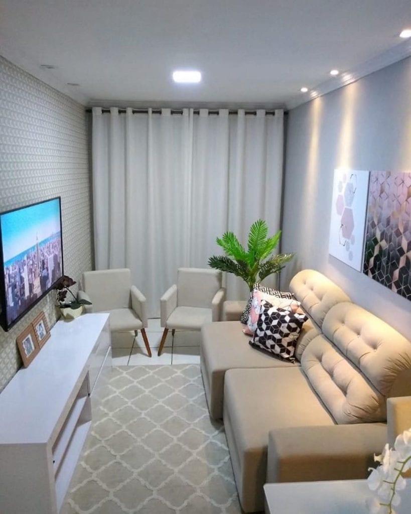 Decoração para cômodo simples e pequena com parede 3D.