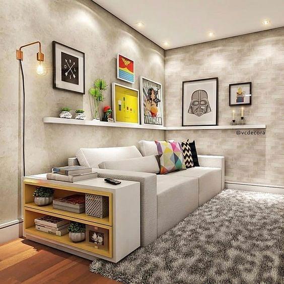 Decoração moderna com quadros decorativo e parede de cimento queimado.