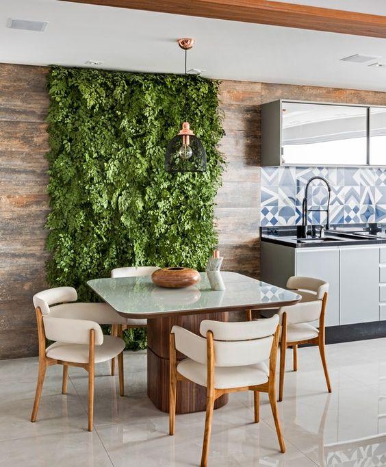 Cozinha com uma faixa com plantas para jardim.