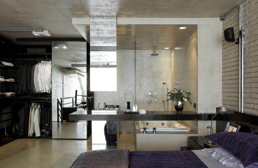 Quarto com closet e banheiro abertos e modernos.