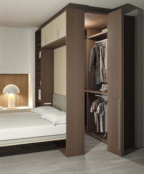 Quarto com closet de madeira pré fabricado.
